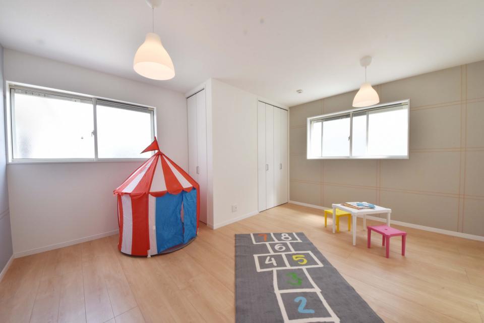 家族構成や成長に合わせてアレンジできるツードアワンルーム。モダンなアクセントクロスなので、主寝室や書斎としても活用できます。